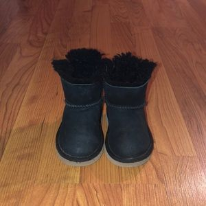 UGGS W/BOWS